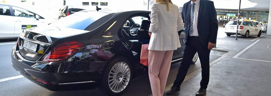 chauffeur opening door of hourly limo service for a lady