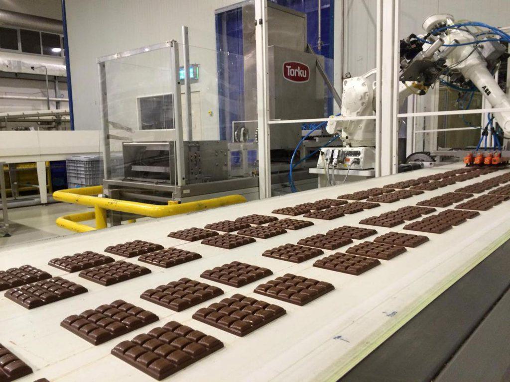 chocolate factory - chocolate bars